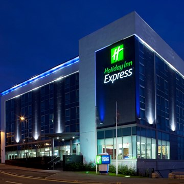 Holiday Inn Express Hamilton Night View